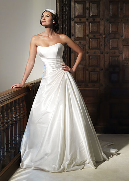 nostalgiacollection2012_designerweddingdressesbySuzanneNeville