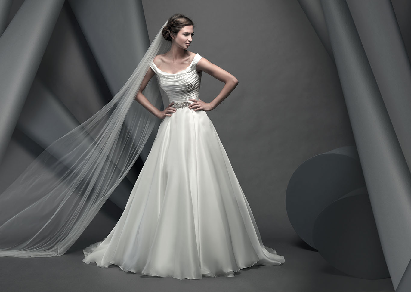 Celebrity Wedding Dresses Ireland : Ivory gown with a scooped neck line satin ruched bodice full organza