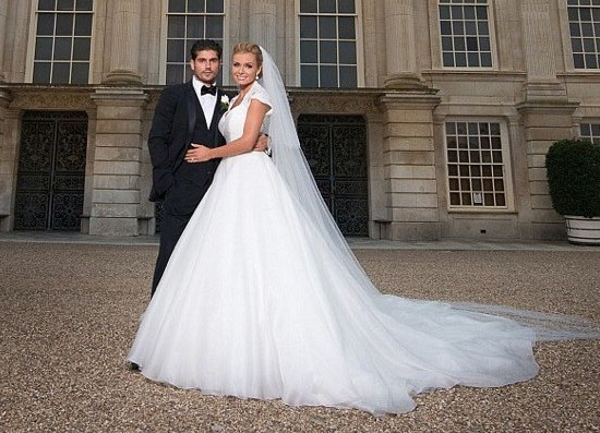 Holly Willoughby Wedding Dress Ok Magazine Dresses