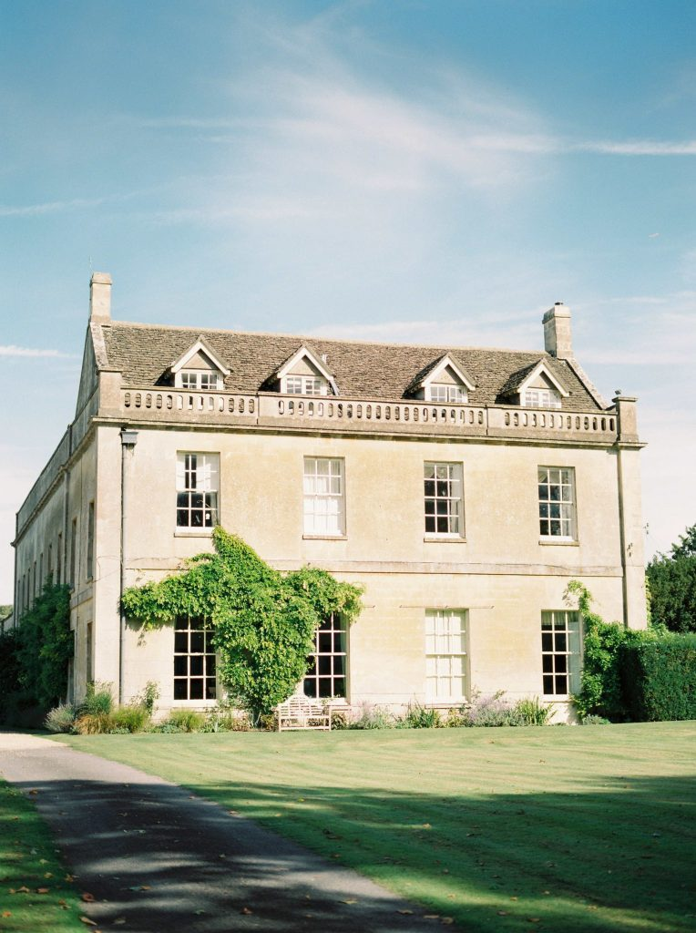 real-life-brides-jessica-maxwell-wedding-dauntsey-park-house-designer-wedding-dresses-camellia-suzanne-neville01