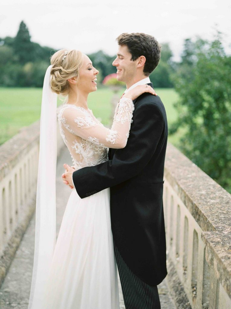 real-life-brides-jessica-maxwell-wedding-dauntsey-park-house-designer-wedding-dresses-camellia-suzanne-neville22