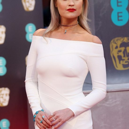 laura-whitmore-brings-the-red-carpet-to-a-complete-standstill-in-a-stunning-white-suzanne-neville-custom-made-dress-3