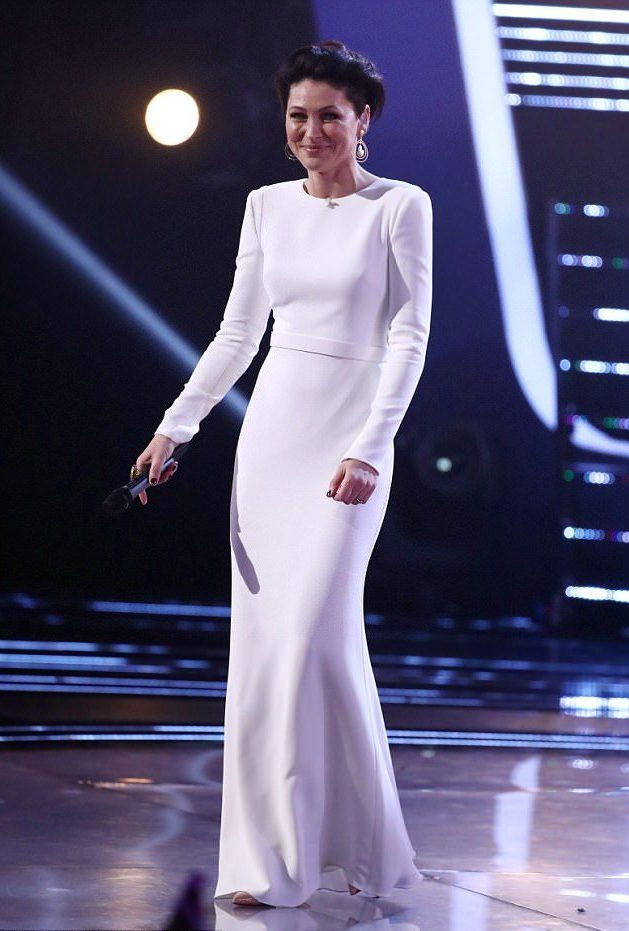 emma-willis-wearing-british-designer-suzane-neville-for-the-final-of-the-voice-uk