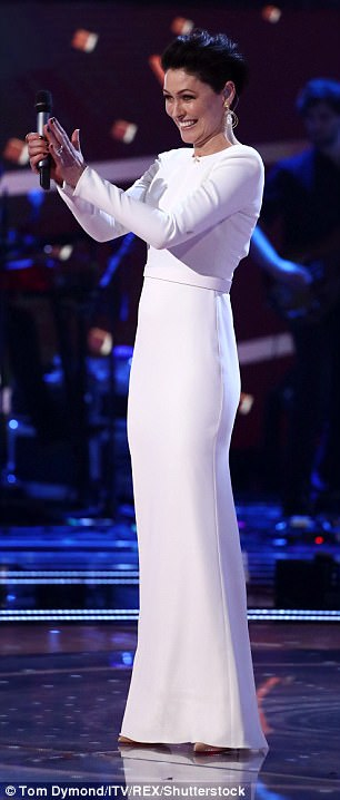 emma-willis-wearing-british-designer-suzane-neville-for-the-final-of-the-voice-uk-3