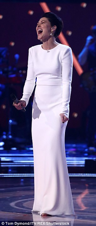 emma-willis-wearing-british-designer-suzane-neville-for-the-final-of-the-voice-uk-4