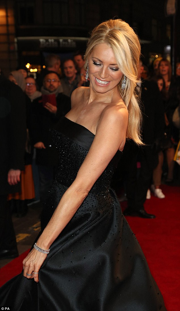 tess-daly-in-suzanne-neville-3