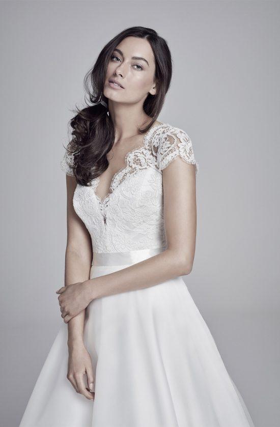 alicia-closeup-lookbook-collection2019-weddingdressesuk-designersuzanneneville