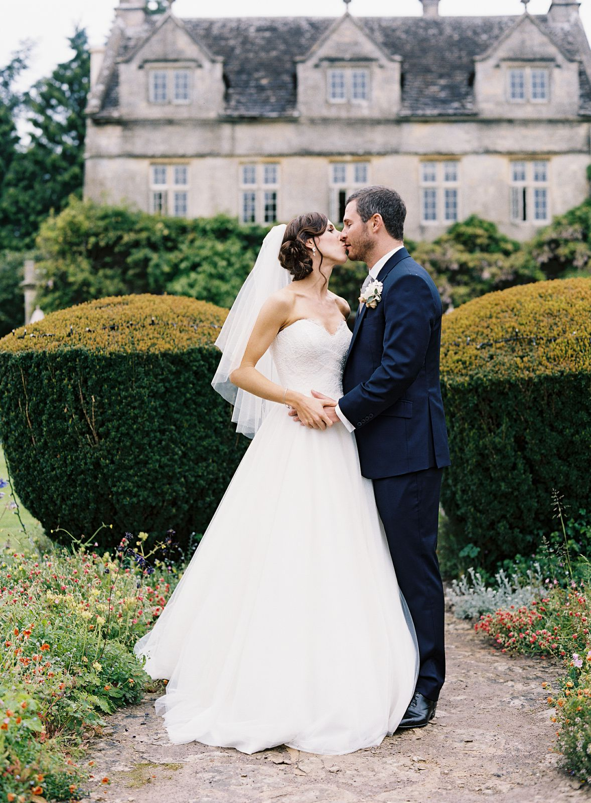 Suzanne Neville Real bride ,uj5zYKye0D2d3-tk-t_2-12mS-jhekvPQ822TwTzecQ