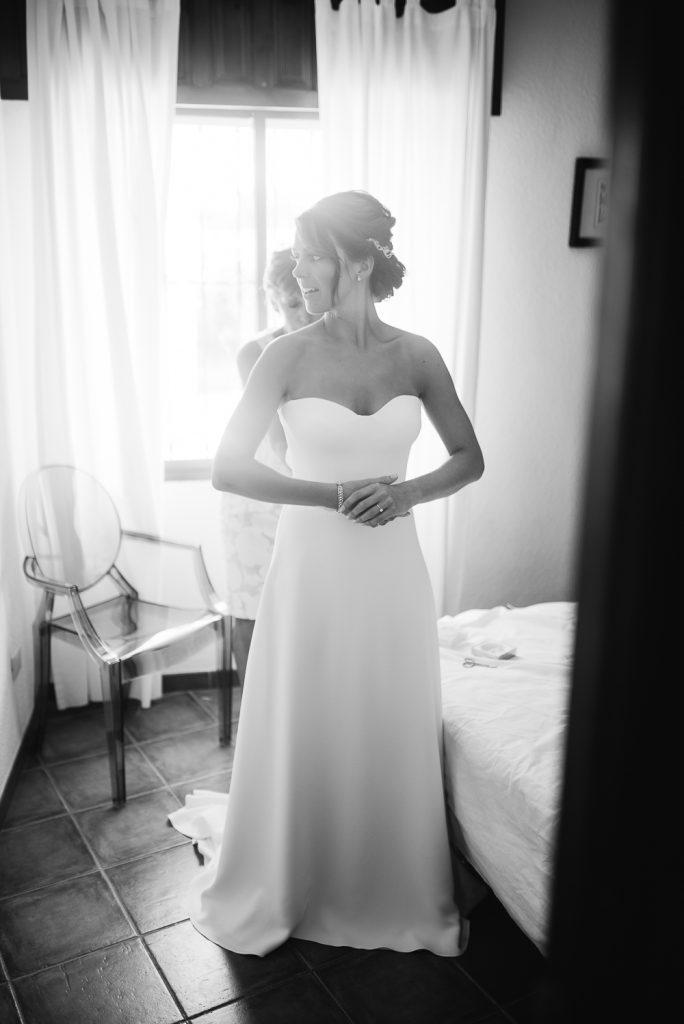real-life-brides-kate-sutton-designer-wedding-dresses-dominion-suzanne-neville09