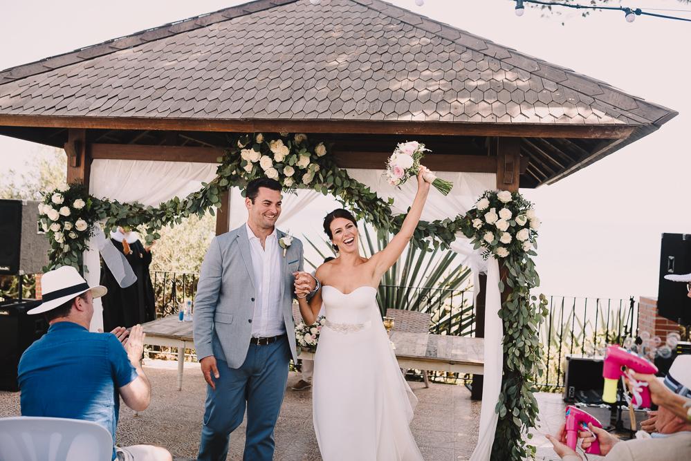 real-life-brides-kate-sutton-designer-wedding-dresses-dominion-suzanne-neville28
