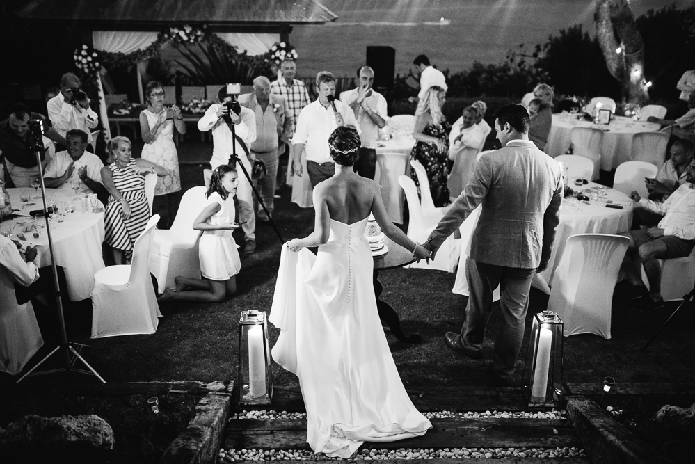real-life-brides-kate-sutton-designer-wedding-dresses-dominion-suzanne-neville60