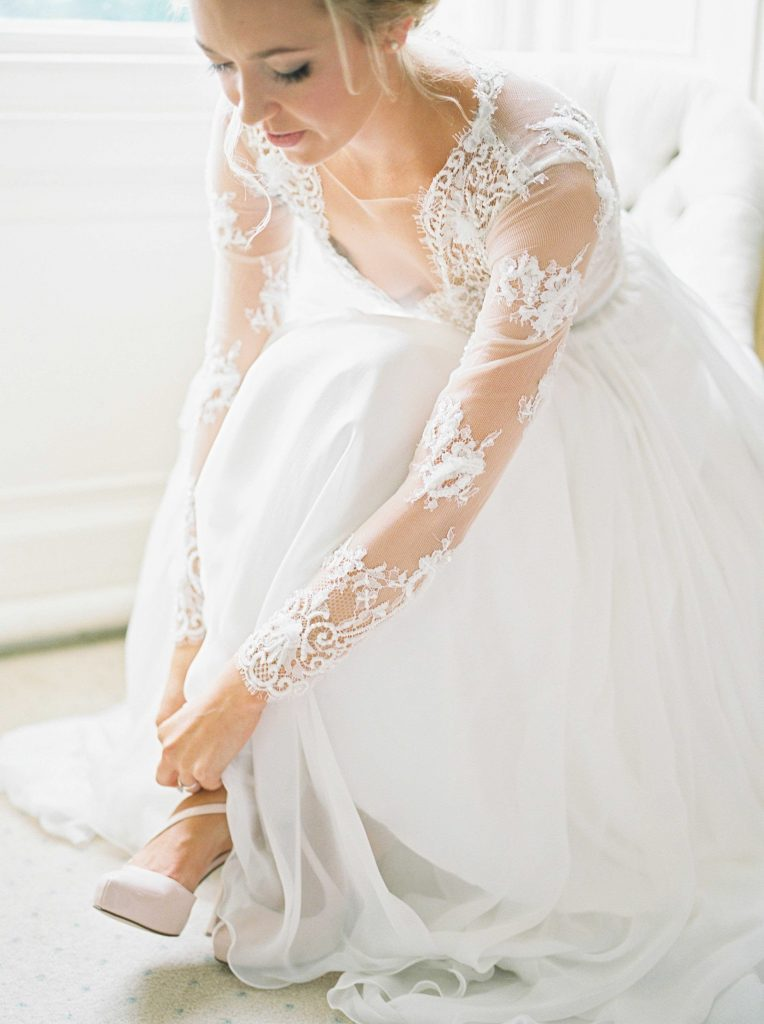 real-life-brides-jessica-maxwell-wedding-dauntsey-park-house-designer-wedding-dresses-camellia-suzanne-neville07
