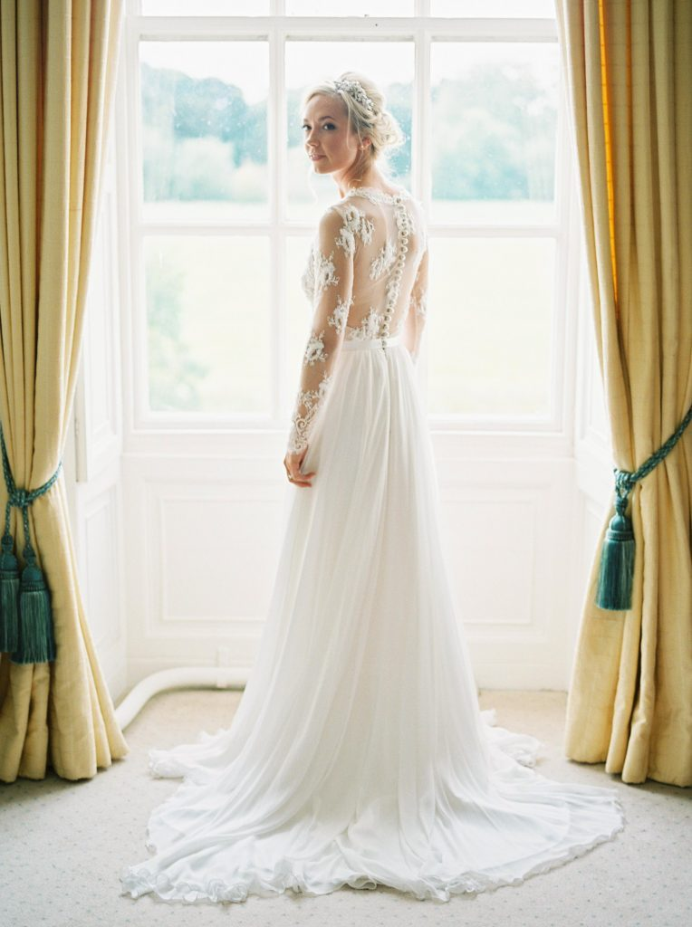 real-life-brides-jessica-maxwell-wedding-dauntsey-park-house-designer-wedding-dresses-camellia-suzanne-neville12