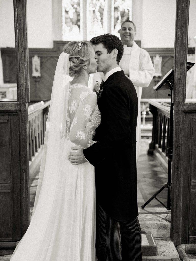 real-life-brides-jessica-maxwell-wedding-dauntsey-park-house-designer-wedding-dresses-camellia-suzanne-neville18