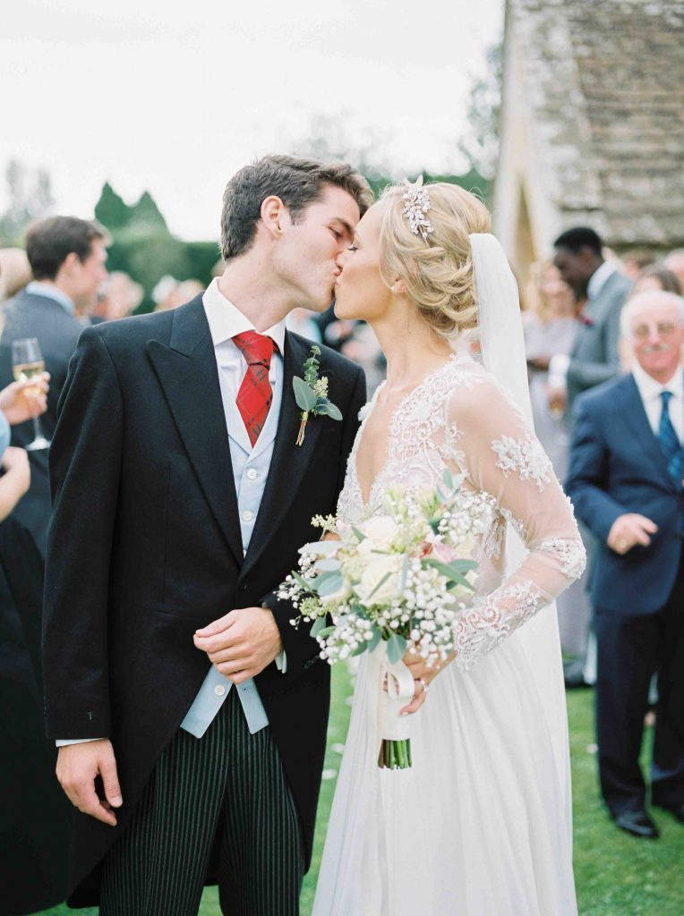 real-life-brides-jessica-maxwell-wedding-dauntsey-park-house-designer-wedding-dresses-camellia-suzanne-neville19