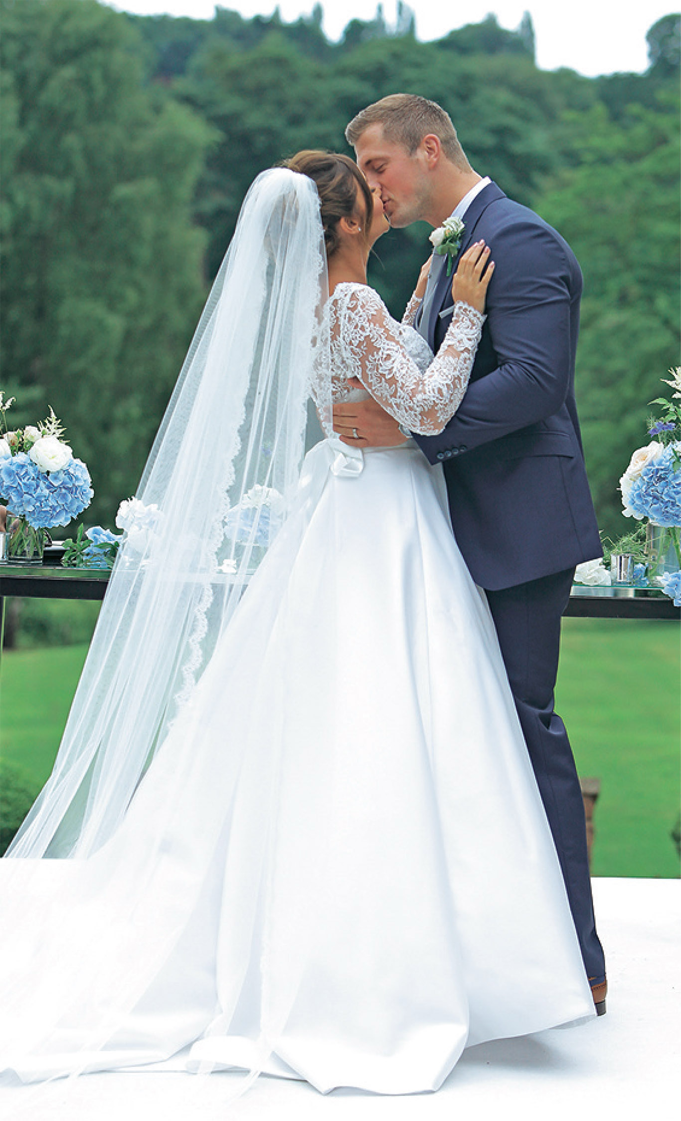 tv-couples-married-in-real-life-jaqueline-joss-dan-osborne-wedding-dresses-by-designer-suzanneneville03