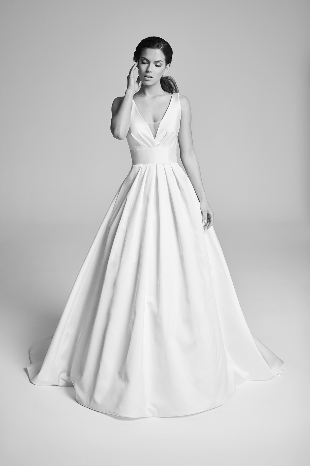 corbel-bridalcouture-wedding-dresses-uk-belle-epoque-collection-2018-by-designer-suzanne-neville
