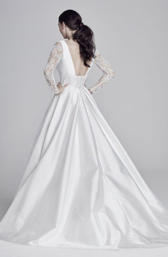 beatrix-back-lookbook-collection2019-weddingdressesuk-designersuzanneneville