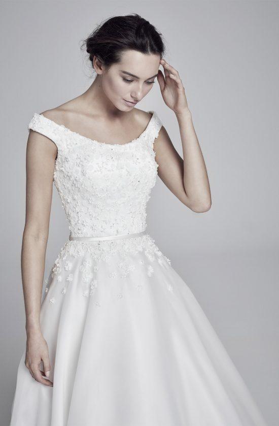 floriana-closeup-lookbook-collection2019-weddingdressesuk-designersuzanneneville
