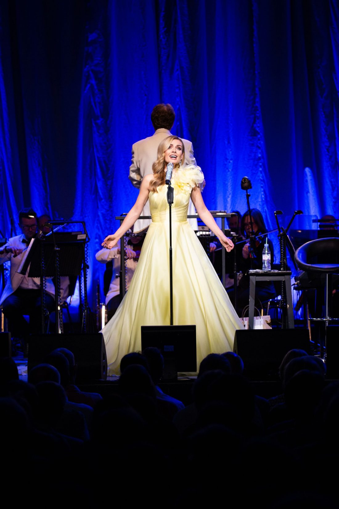 katherine-jenkins-wears-suzanne-neville-for-her-guiding-light-tour-at-the-london-palladium-3
