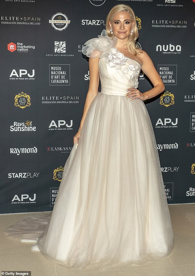 beautiful-pixie-lott-wearing-bespoke-suzanne-neville-dress-peony-to-the-power-photocall-in-barcelona-last-night-jpg-2
