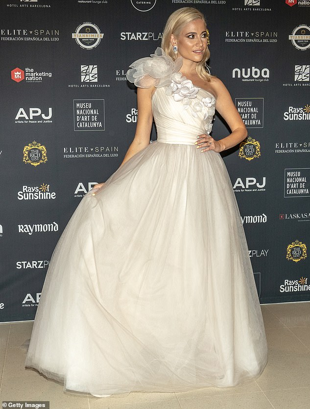 beautiful-pixie-lott-wearing-bespoke-suzanne-neville-dress-peony-to-the-power-photocall-in-barcelona-last-night-jpg-3